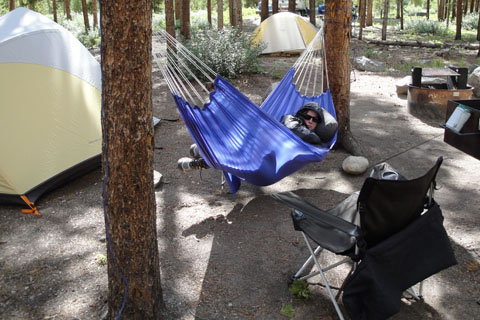 snoozing in hammock 424   byer traveller lite hammock  metro to mountain journal  rh   metrotomountain